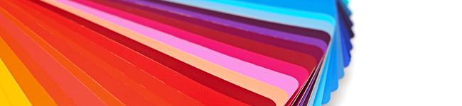 Bunte Plastikkarten in verschiedenen Farben