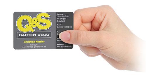 Grau - Gelbe Visitenkarte in Hand